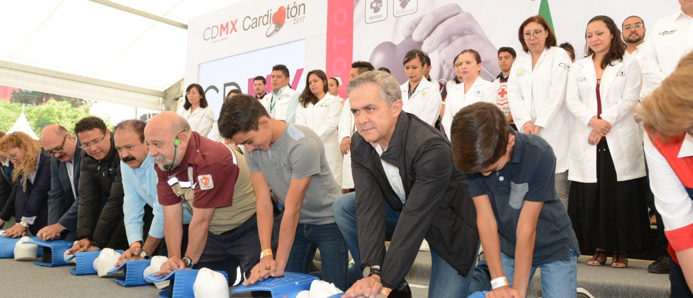 CDMX ofrece capacitación en reanimación cardiopulmonar en el Monumento a la Revolución