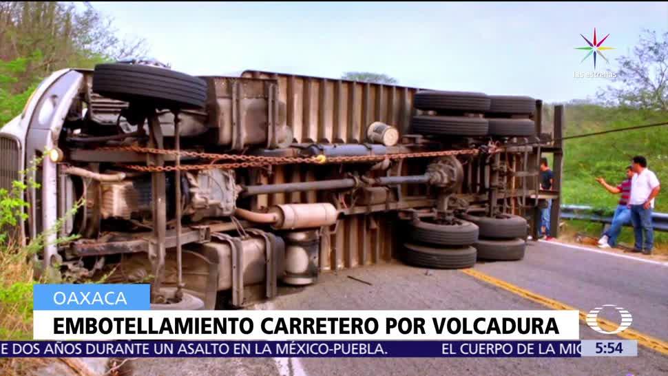 Oaxaca, Vuelca camión, carga, Jalapa del Marqués a Tehuantepec