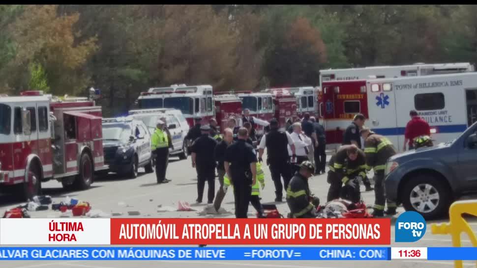 automóvil atropelló, grupo de personas, subasta de autos, eu