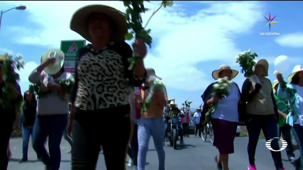Habitantes de Palmarito, entregan, rosas blancas, soldados, ejército, enfrentamiento