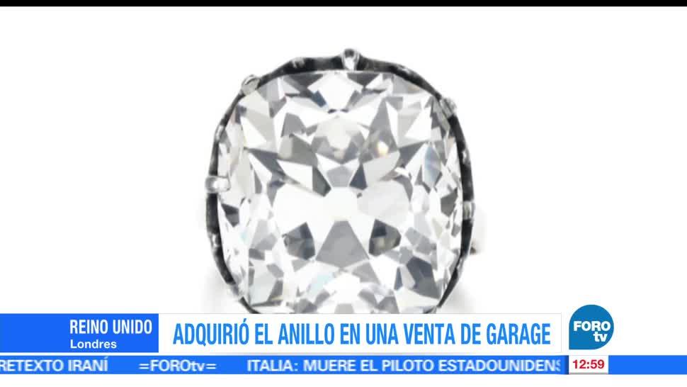 mujer compró, venta de garage, anillo de fantasía, diamante blanco