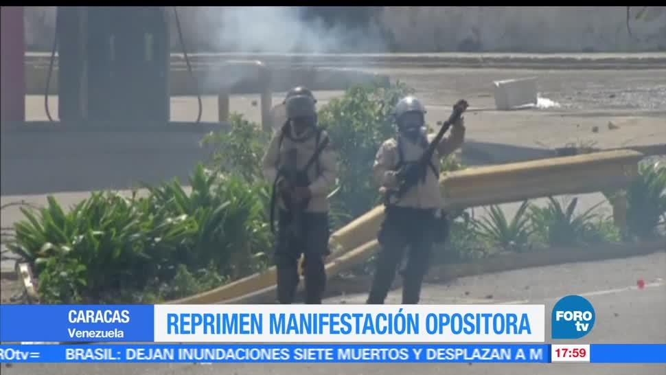 Militares, reprimen, manifestantes, Venezuela