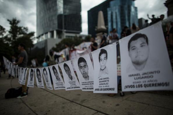 Protesta por la desaparición de 43 normalistas de Ayotzinapa, 43, normalista ayotzinapa, PGR