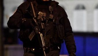 Un policía armado asegura el área en París. (Getty Images/archivo)