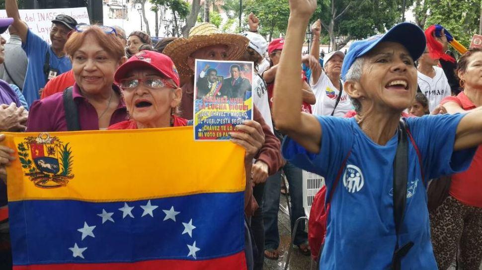 Abuelos chavistas marchan a favor de Nicolás Maduro