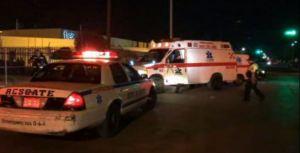 Ambulancia y patrulla atienden emergencia en Ciudad Juarez