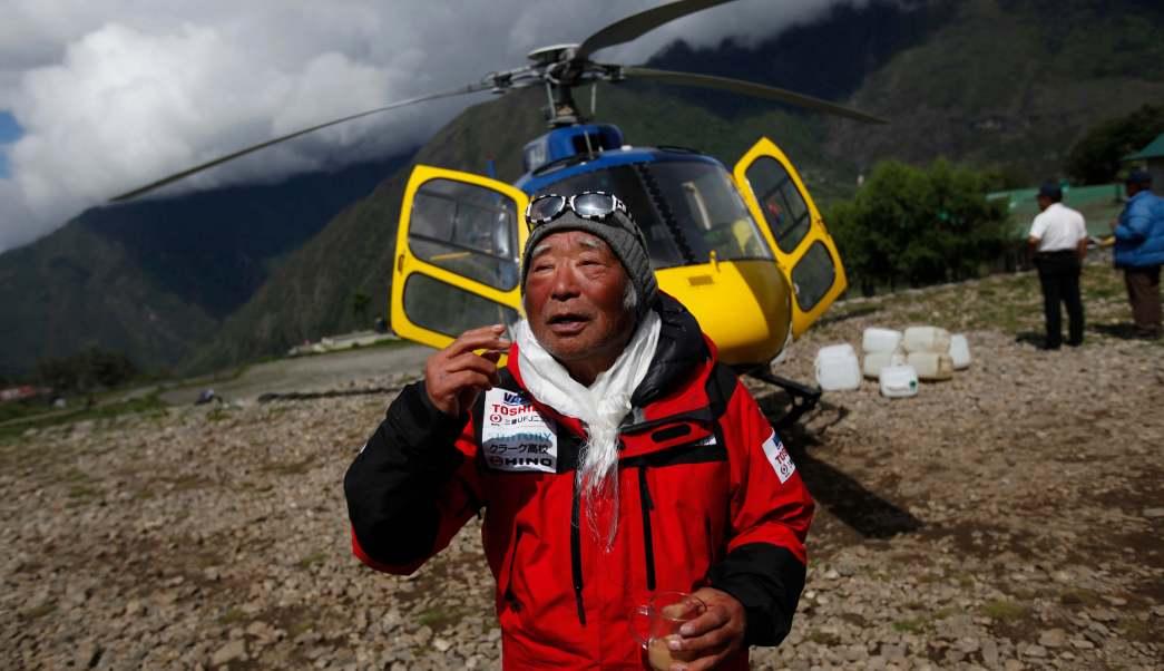 El alpinista nepalí Min Bahadur Sherchan murió a los 86 años en el Everest . (AP)
