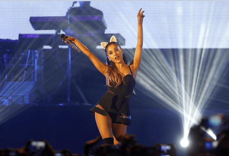 Ariana Grande visita a fans heridos en Manchester