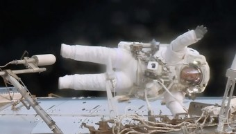 Astronautas reparan una avería en la EEI (Twitter: @Space_Station)