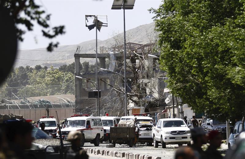 Empleados de embajada alemana, heridos por atentado en Kabul