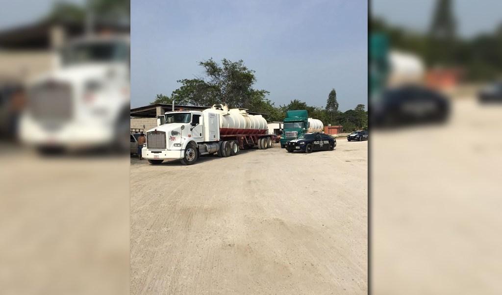 Policias federales aseguran pipas cargadas con combustible ilicito
