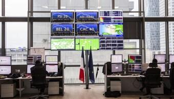 Pantallas electrónicas con resultados de las operaciones en las Bolsas europeas