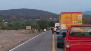 Carretera de Oaxaca afectada por la volcadura de un camion