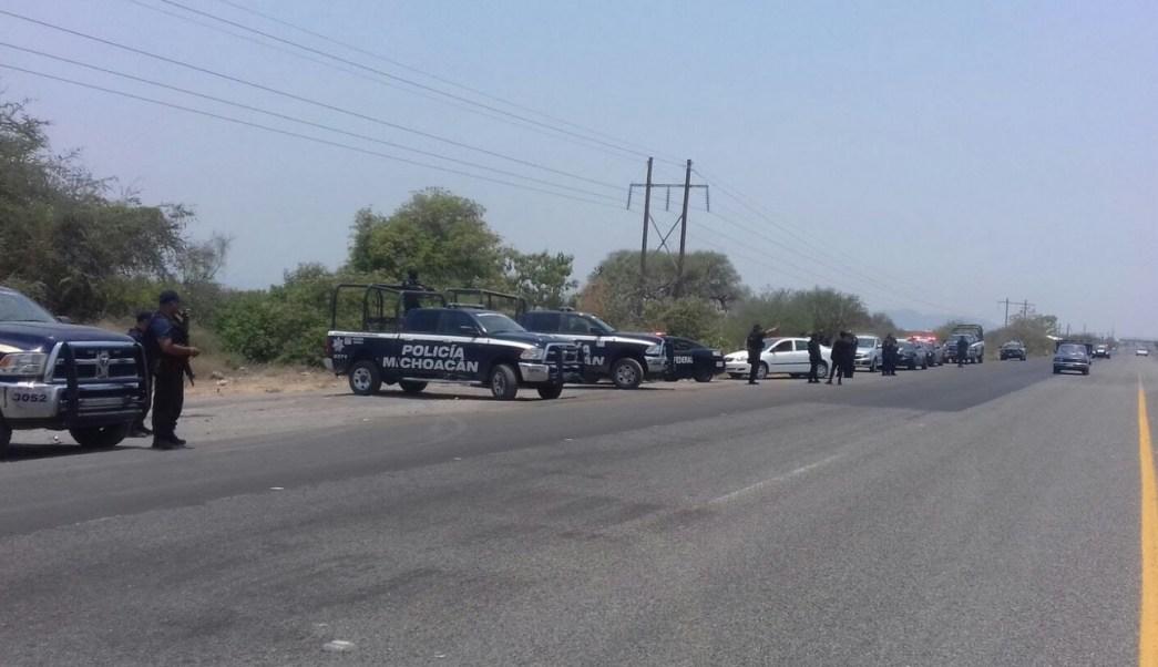Operativo para iberar carreteras en Tierra Caliente. (Twitter @MICHOACANSSP)