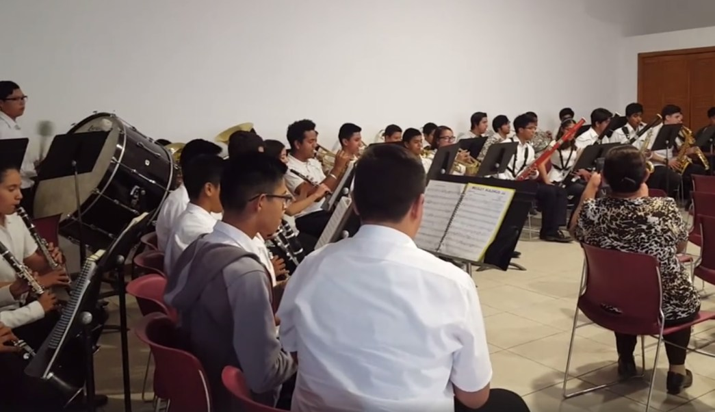 La música ayuda a que niños y jóvenes se alejen de la violencia en Ciudad Juárez, Chihuahua. (Facebook/Banda Sinfónica CEMYP)