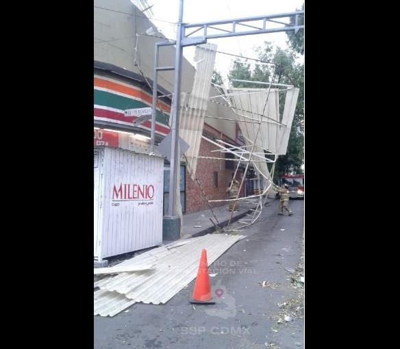 Fuertes vientos y lluvia provocan daños en la CDMX