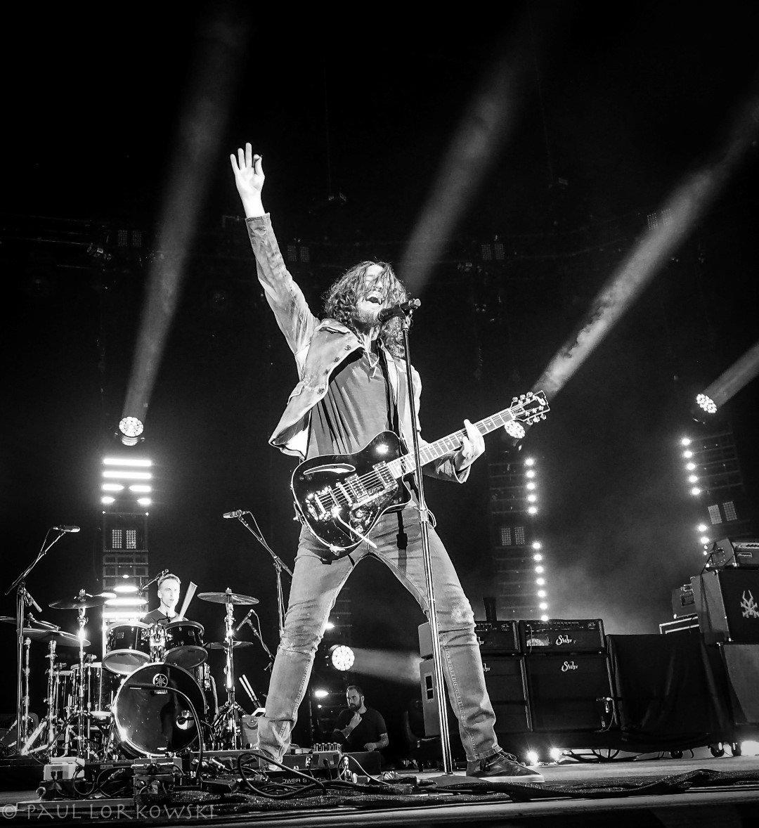Familiares, amigos y admiradores se despiden de Chris Cornell