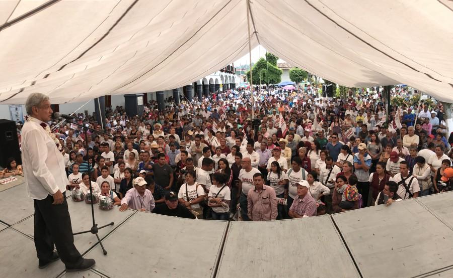 De gira por Veracruz, AMLO visitó Huatusco y Boca del Río
