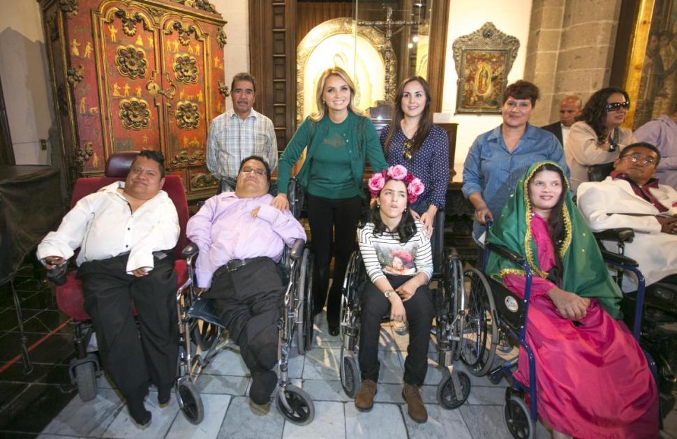 Angélica Rivera de Peña inaugura exposición 'Floreciendo en la adversidad'