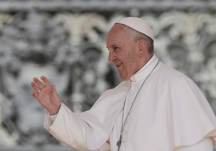 El papa Francisco saluda a los fieles en el Vaticano. (AP, archivo)
