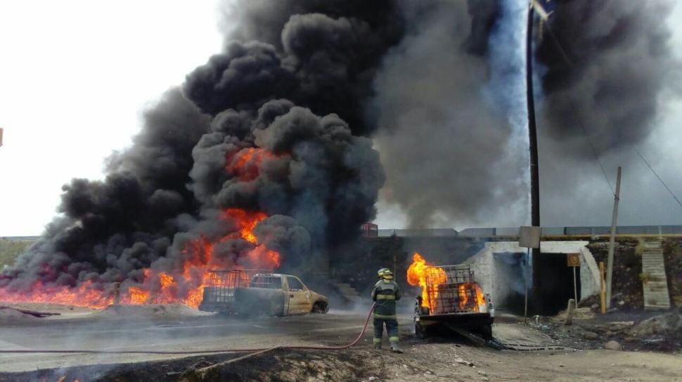 Reportan explosión en ducto de Pemex sobre la autopista Puebla - Orizaba