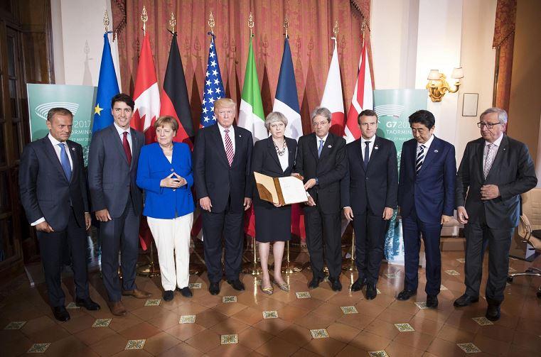 Líderes del G7 pasean por Taormina sin Trump