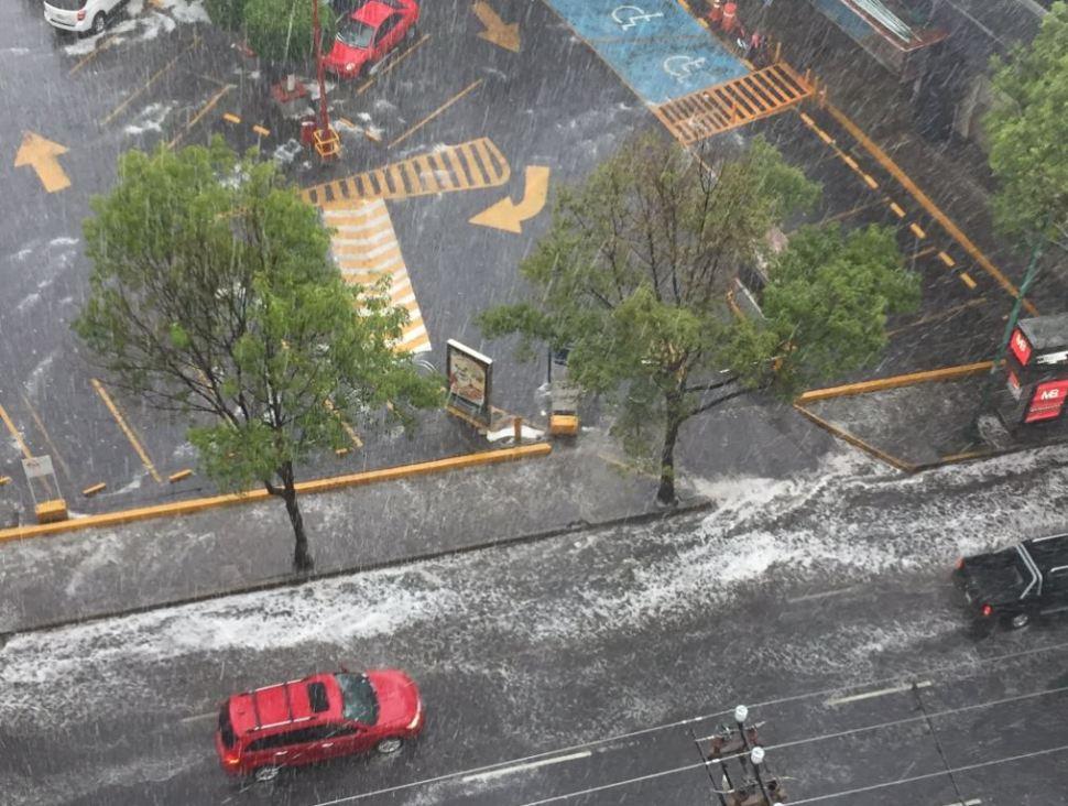 Se registra lluvia en la Ciudad de México. (@JorgeFavaloro)