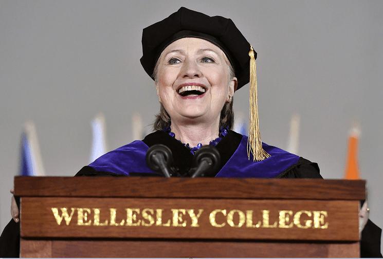 Hillary Clinton en el Wellesley College, en Massachusetts