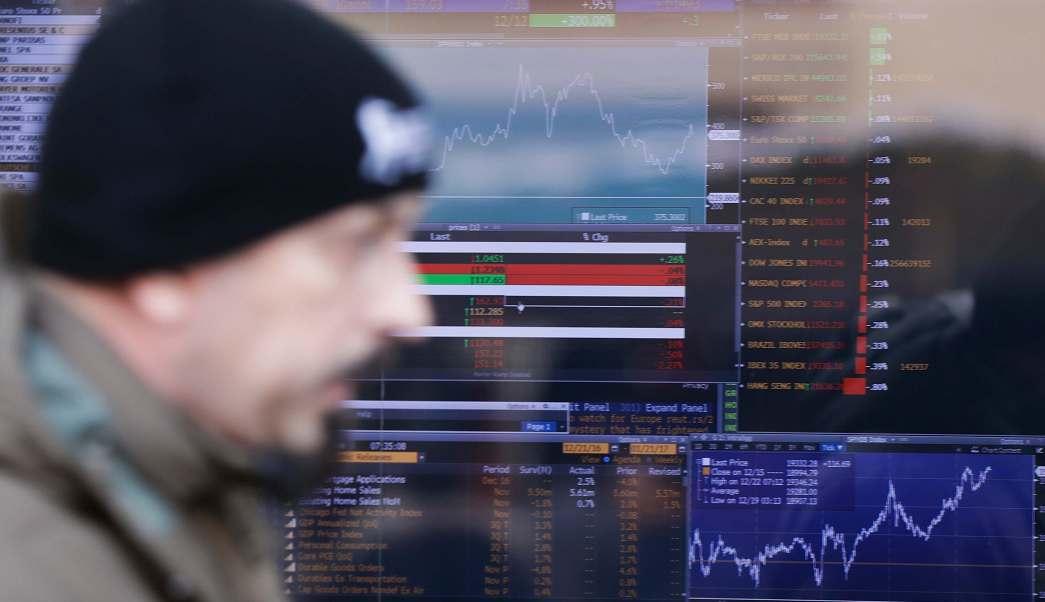 Monitor de indicadores financieros en Milán, Italia