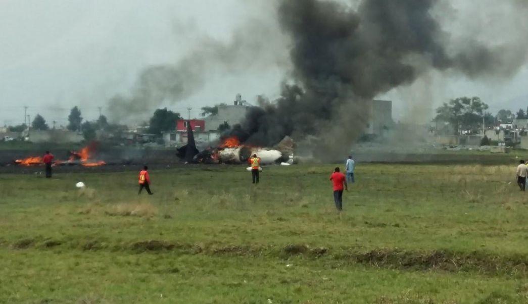 Desploma avioneta en el Aeropuerto de Toluca. (Noticieros Televisa)