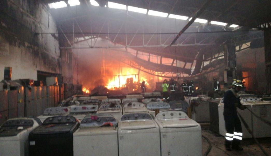 Incendio en ecatepec, incendio en san cristóbal ecatepec, incendio en ecatepec, bomberos, ecatepec, bogeda de muebles