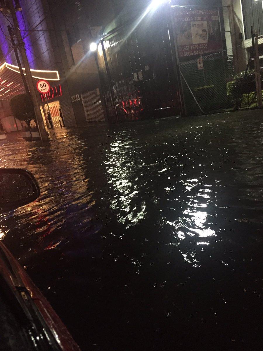 Inundaciones en Calzada de Tlalpan por Acoxpa