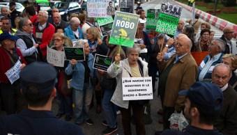 Inverionistas protestan por el fraude de Bankia