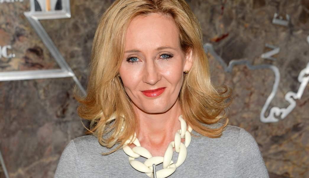 Rowling disculpa por critica contra Trump
