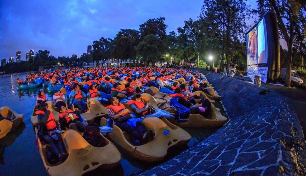 En el Lago Mayor del Bosque de Chapultepec, se usarán las lanchas como butacas. (@locatel_mx)