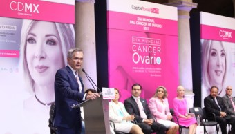 El jefe de gobierno de la CDMX, Miguel Ángel Mancera, presentó la campaña contra el cáncer de ovario 'Si Yo Puedo, Tú Puedes'. (Twitter: @ManceraMiguelMX)