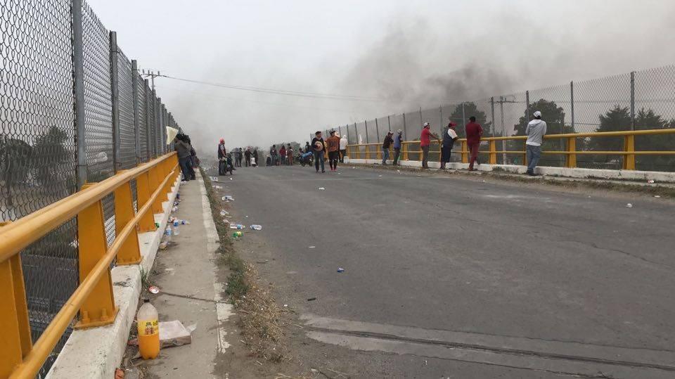 Manifestantes liberan parcialmente la autopista Puebla-Orizaba (Noticieros Televisa)