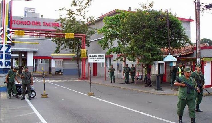 El presidente de Venezuela, Nicolás Maduro, ordenó militarizar el estado Táchira, frontera oeste con Colombia. (http://notimundoresaltantes.blogspot.mx)