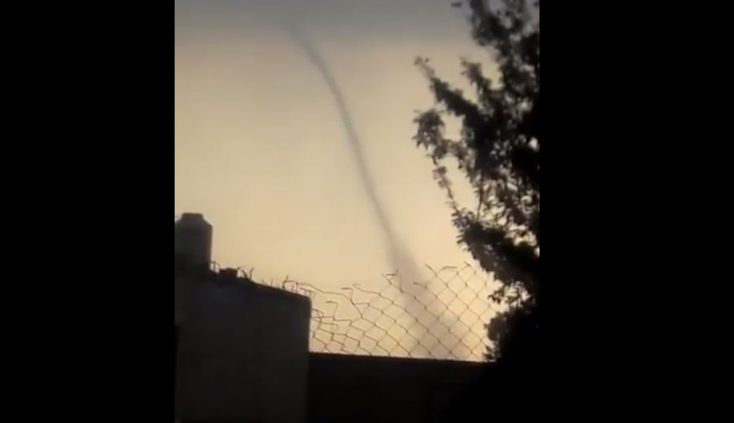 En Villa Cuauhtémoc, Estado de México, se formó un mini tornado. (Twitter: @ClimaMetepec)