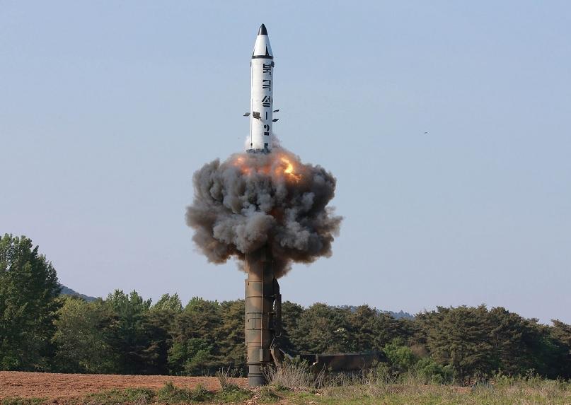 Lanzamiento del misil balísticos de rango intermedio Pukguksong-2 (Reuters)Lanzamiento del misil balísticos de rango intermedio Pukguksong-2 (Reuters)