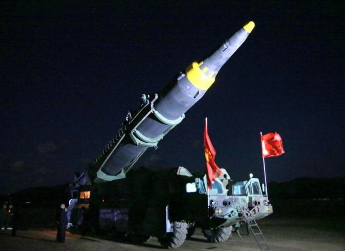 La Agencia de Noticias de Corea del Norte difunde imágenes del lanzamiento de un nuevo misil (Reuters)