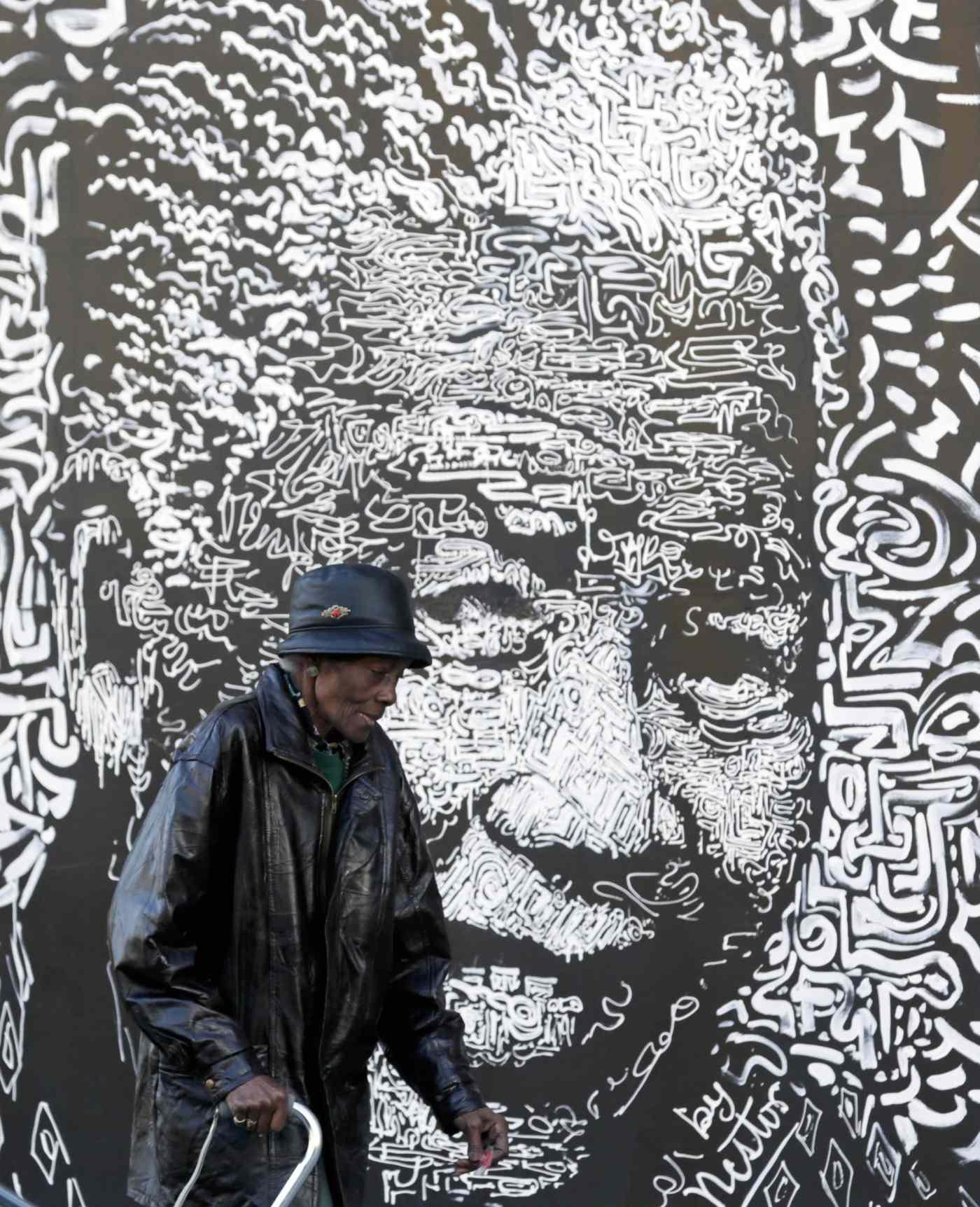 Nelson Mandela hombre odio abrazos Sudáfrica-min