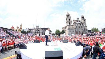 Enrique Ochoa Reza acude a cierre de campana