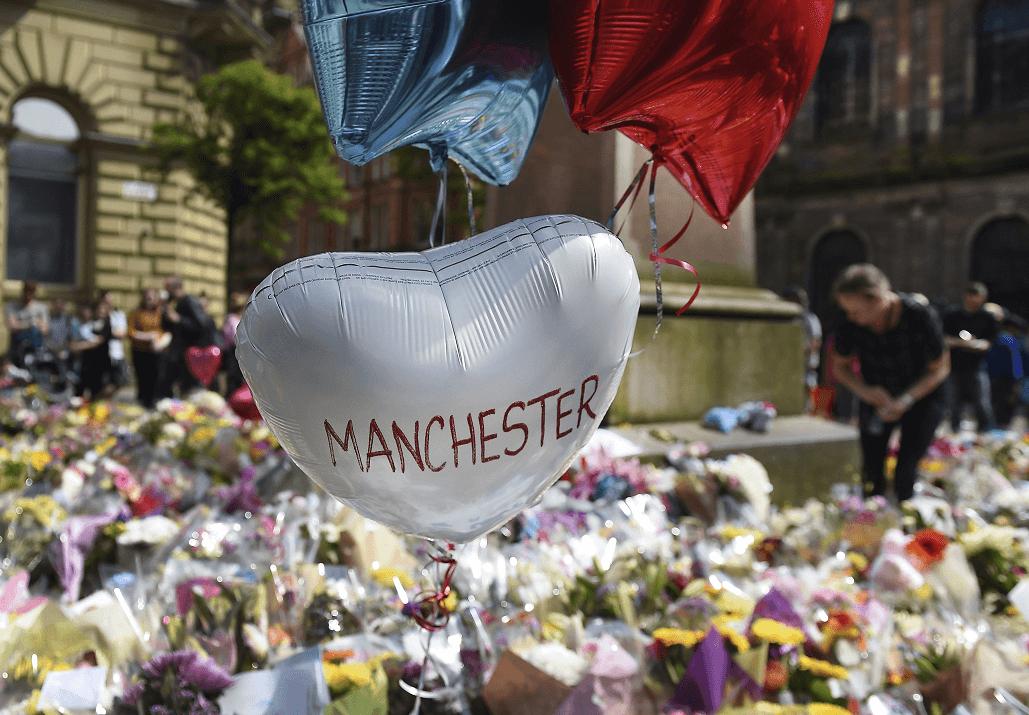 Ofrendas en honor a las víctimas del atentado en el Manchester Arena