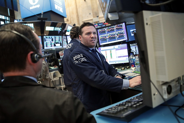 Wall Street cerró en alza y evalúa el factor Trump