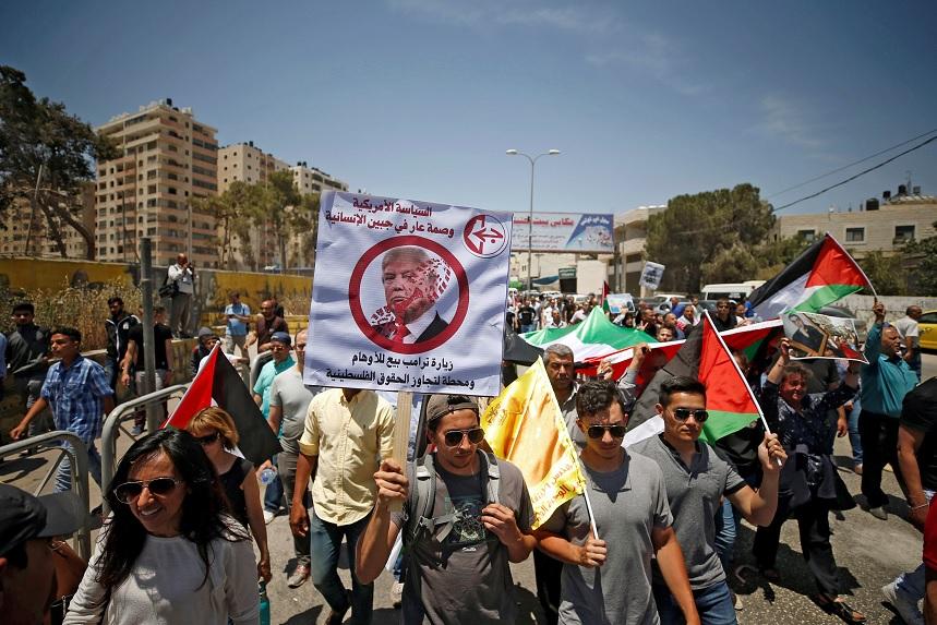 Un grupo de manifestante palestino anti Trump (Reuters)