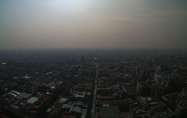 Vista panoramica CDMX donde se ve la acumulacion de contaminantes