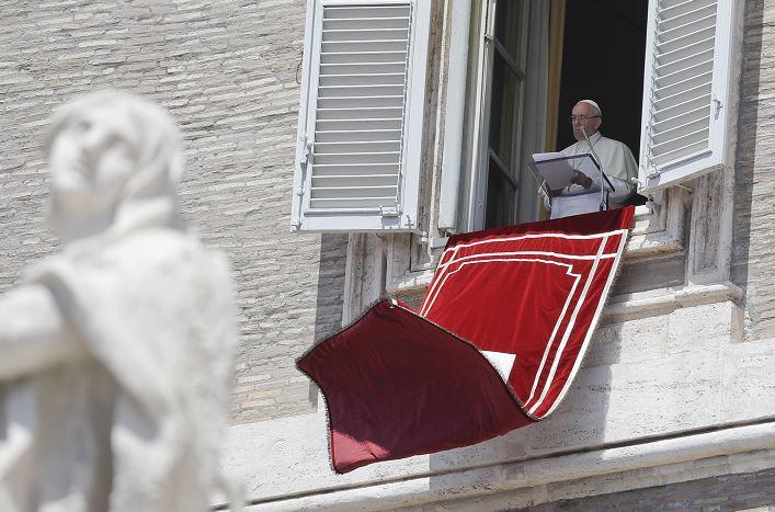 papa Francisco, oración de Regina Coeli, Plaza de San Pedro, Vaticano