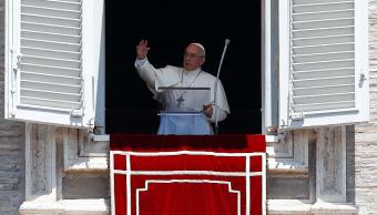 El papa Francisco dirige la oración de Regina Coeli en la Plaza de San Pedro en el Vaticano (Reuters)