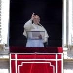 El Papa Francisco celebra la oración de Regina Coeli en la Plaza de San Pedro, Ciudad del Vaticano (EFE)